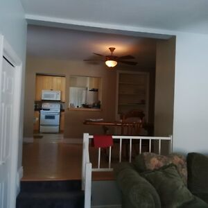 Room for rent to Loyalist student Belleville Belleville Area image 7