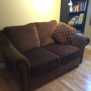 LOVESEAT - BROWN