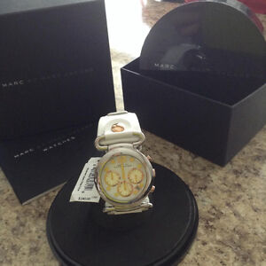 NEW!! MARC JACOBS WATCH....WHITE LEATHER STRAP.....BRAND NEW BAT
