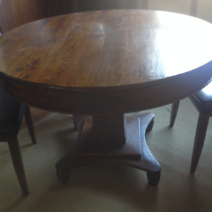 46 inch.   OAK ROUND TABLE  WITH FRENCH -BACK. CHAIRS