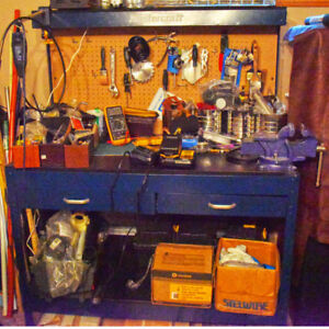 Mastercraft work bench with vise.  Can make a package deal chest