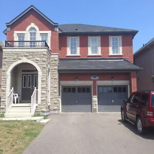4 Bedrooms Detached House Available For Rent (Upper Level Only)