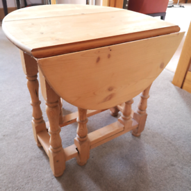 Coffee Table - Gate leg in Pine