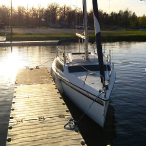 1994 Hunter 23.5 (Over $10,000 of new parts and accessories)