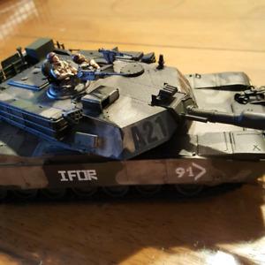 Modele reduit en plastique. Tank m1a1 abrams