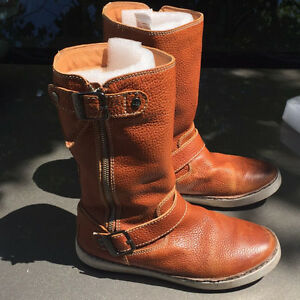 Ugg boots super warm real shearling lined!