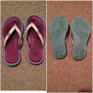 UNDER ARMOUR FLIP FLOPS GIRLS SZ 1