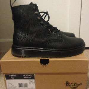 DOC MARTEN CURTIS BOOT - SIZE 7 (Fits up to 8) - Worn Twice