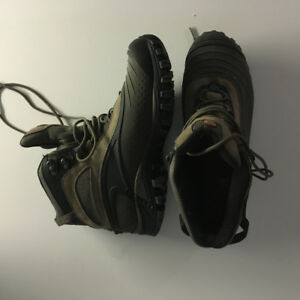 Merrell Insulated Hiking Boots with Vibram Soles - Like New