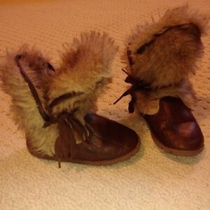 girls Mexx fur boots size 8 Kitchener / Waterloo Kitchener Area image 1