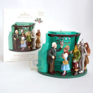 (NEW) Hallmark Wizard of OZ The Man Behind the Curtain Ornament