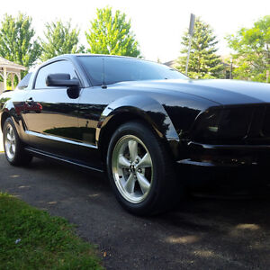 2007 V6 5-Speed Ford Mustang Coupe (2 door) London Ontario image 4