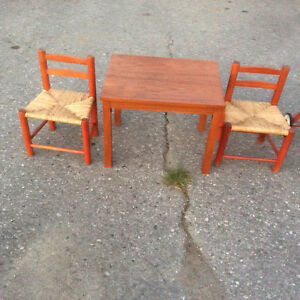 Kids Table/ Chairs