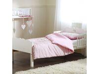 Toddler bed and air flow mattress