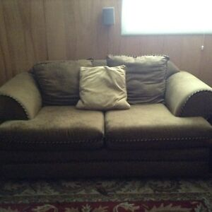 Coach & love seat set / Make me and offer
