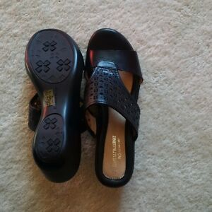 Naturalizer black sandals size 7 Kitchener / Waterloo Kitchener Area image 3