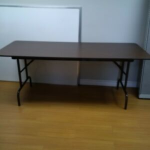 8 ft table with folding legs