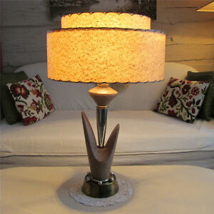 Amazing Retro Mid Century Lamp with Fiberglass Shade West Island Greater Montréal image 1