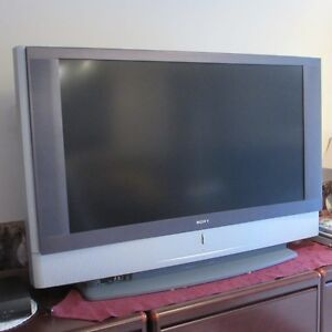 SONY LCD PROJECTION TV - 50 INCH