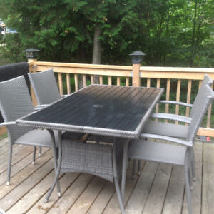 Patio table with 4 chairs. Excellent condition.