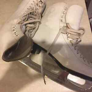 Super Padding Great Condition Girls Size 5 Figure Skates