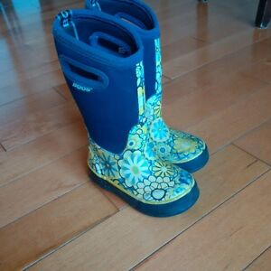 BOGS winter/fall boots in size 8