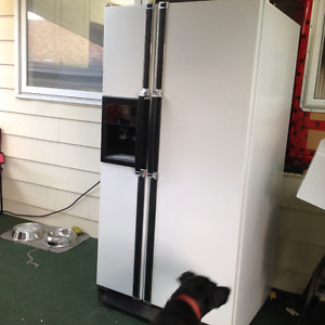 32 inch side by side fridge with auto water and ice maker