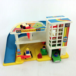 Fisher Price Little People Garage & 12 Extras Cars Gas Pump Hydr
