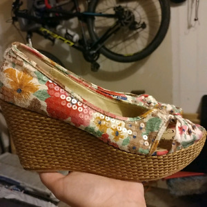 Beautiful flower print wedge shoes