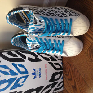 BRAND NEW ADIDAS MENS RUNNERS SIZE 9.5