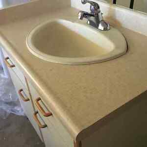 Bathroom Vanity Comes With Sink and Faucet