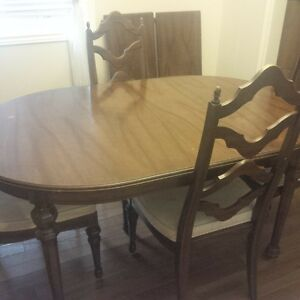 Dining table Set + hutch