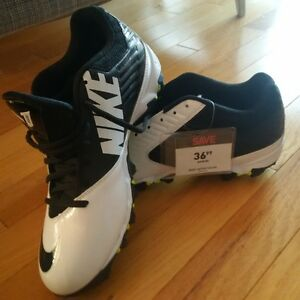 Nike Cleats Brand New - Men's 9.5