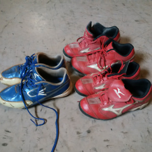 Boys ball cleats in good condition