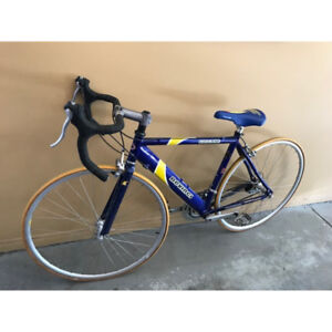 DEVINCI ROAD BIKE FOR SALE, USED SEVERAL TIMES