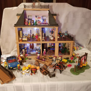 Playmobil Victorian Dollhouse Mansion 5300 with accessories