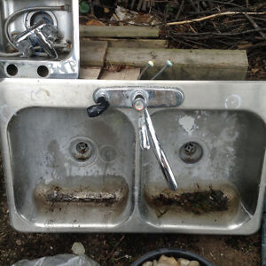 Small single sink and kitchen double sink Cambridge Kitchener Area image 1
