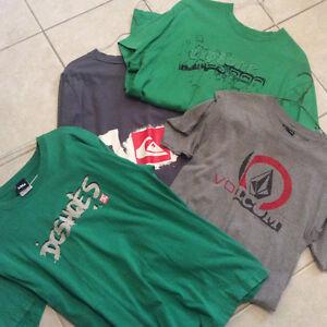 4 t-shirts , Dc, quicksilver, volcom, rip zone