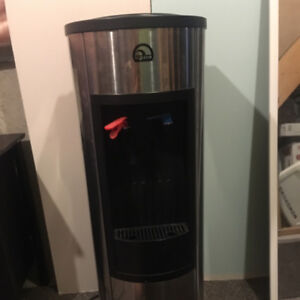 Igloo Water Dispenser in good condition