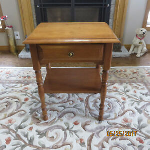 ROXTON SOLID MAPLE END TABLE WITH TOP DRAWER
