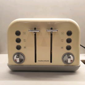 Toaster 4-slice. Morphy Richards. Cream