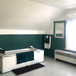 Recently Renovated Upper 2 Bedroom Apartment Available Fort Erie