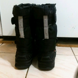 Used Winter Boots Boy's Size 6