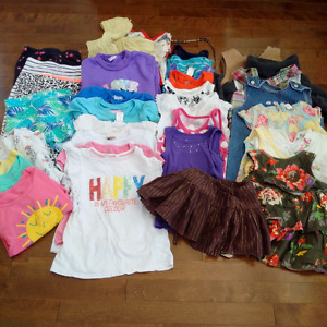 Lot of girls clothes size 4T (35+ items)