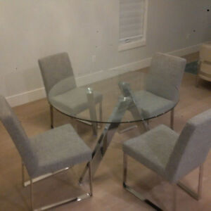 Sunpan Dining Room Table Glass with Chrome Legs Great Shape