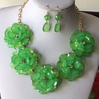 Green lucite flower Gold tone link necklace earring (Lucite Link)