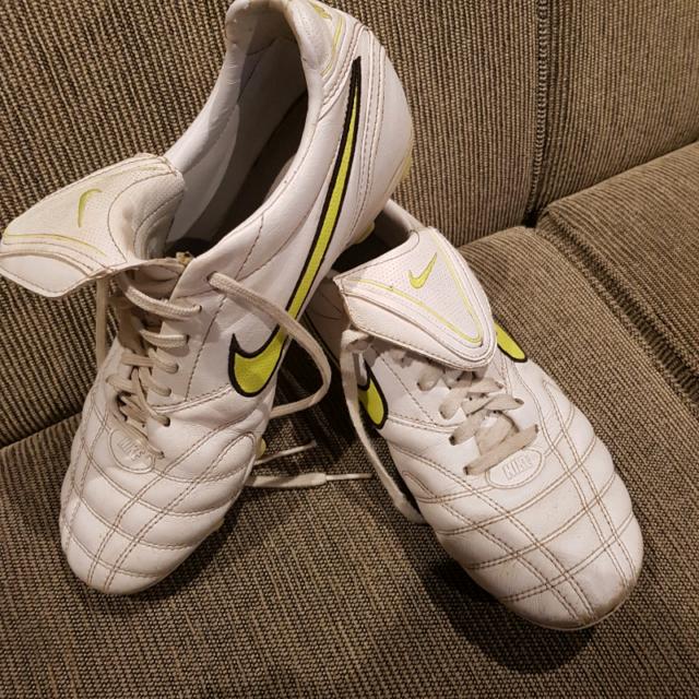 62e5b84f2ca Nike Tiempo football soccer boots