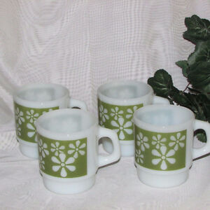 4 VINTAGE FIRE KING STACKING MILK GLASS COFFEE MUGS GREEN DAISY