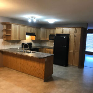 Newer large 1/2 duplex move in before Easter