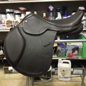 New Monarch 18in Close Contact English Saddle